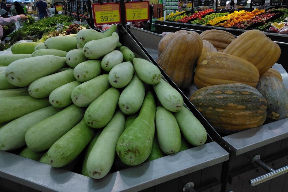 Обычная тыква по акции в супермаркете стоит 7,95 LE (37<span class=ruble>Р</span>) за килограмм, а азиатская в форме бутылки — 39,95 LE (189<span class=ruble>Р</span>)