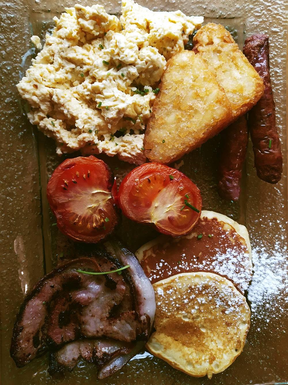 Новозеландцы предпочитают классический английский завтрак. Он стоит около 1000<span class=ruble>Р</span>