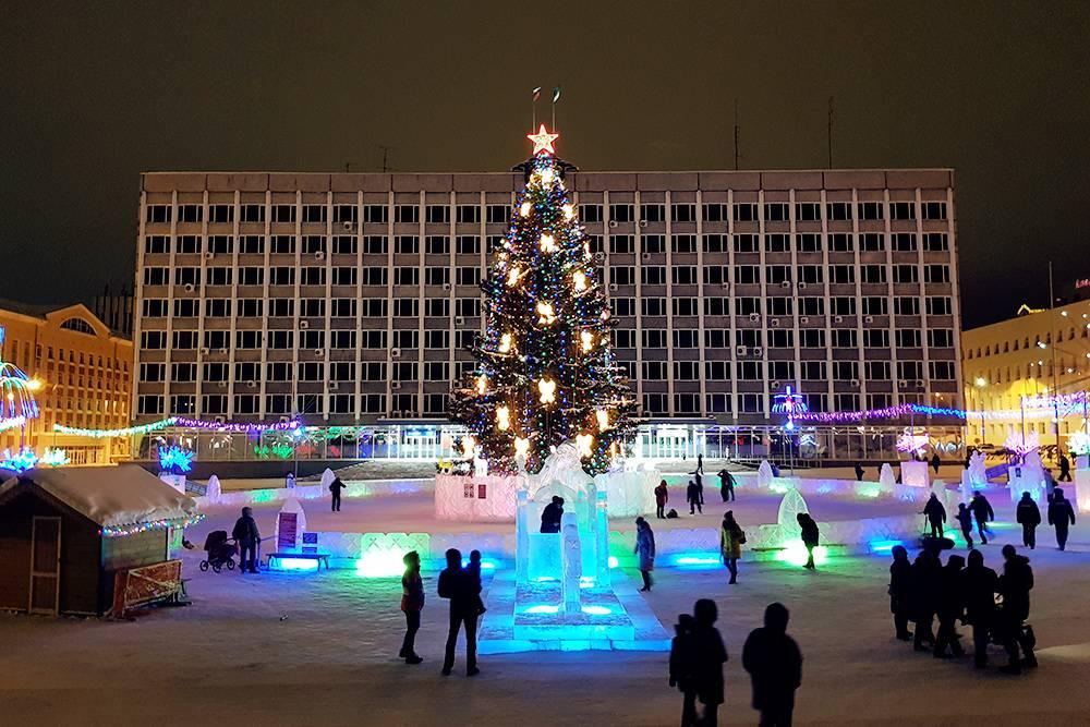 Главная новогодняя елка Сыктывкара на Стефановской площади