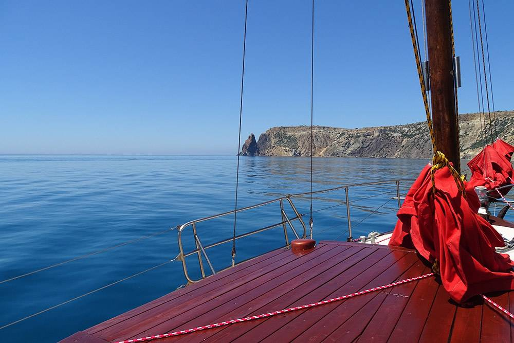 Это фото сделано на палубе яхты. От него так и веет умиротворением и тишиной
