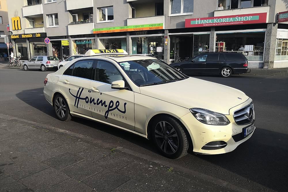 Все такси, которые я видела в Кельне, бежевые и немецких марок