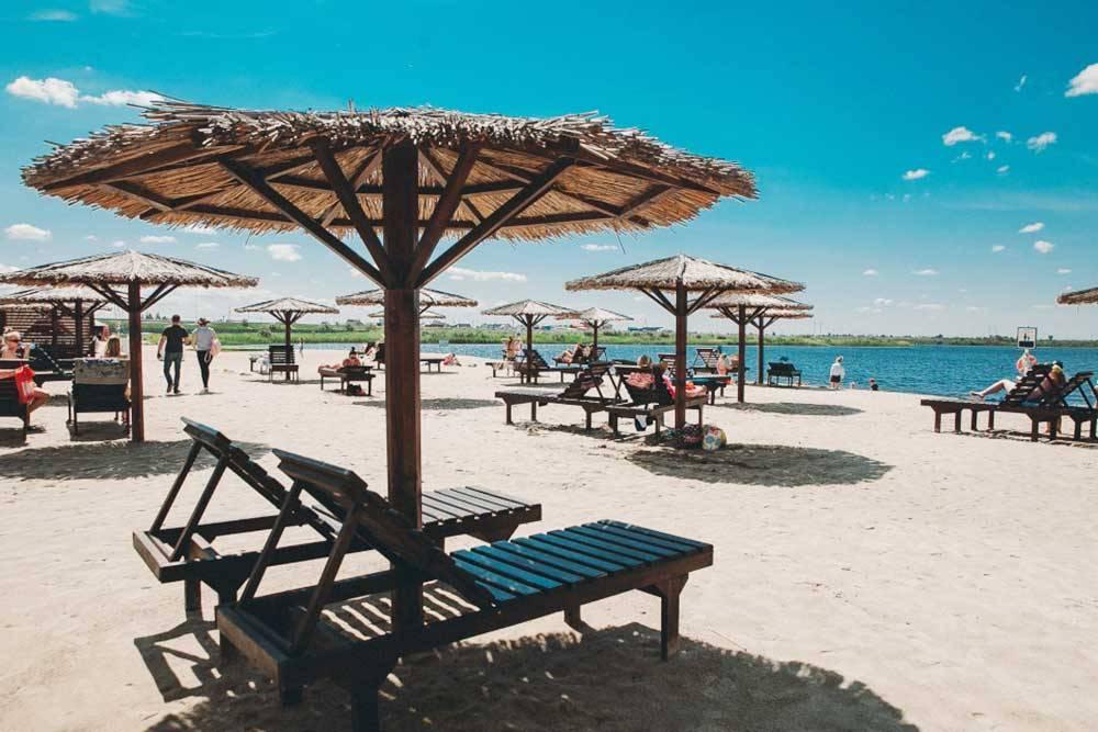 Платный пляж на Липовом озере. Вход — 400<span class=ruble>Р</span> по будням, 500<span class=ruble>Р</span> — в выходные. Источник: 72.ru