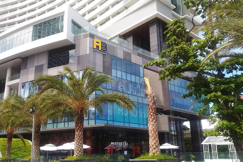 Торговый центр AB Central Square в Нячанге стал местом притяжения туристов по вечерам