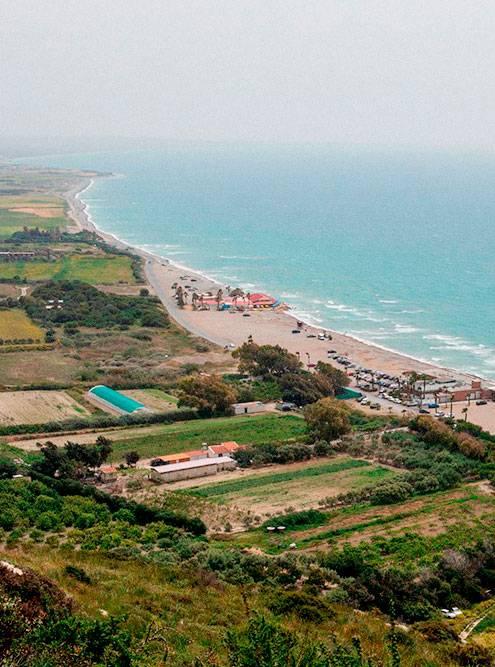 Вид на пляж Курион из одноименного археологического парка