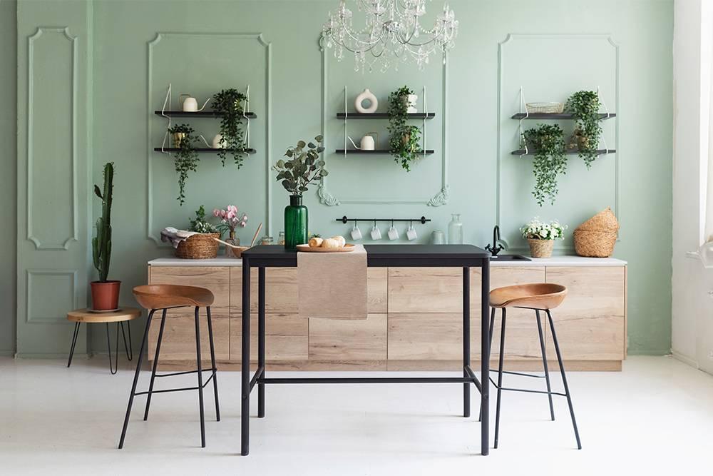 Кухонный гарнитур и стена за ним максимально декоративные и привлекают к себе внимание. Но приэтом не сразу понятно, что мы на кухне. Источник: Lysikova Irina/ Shutterstock