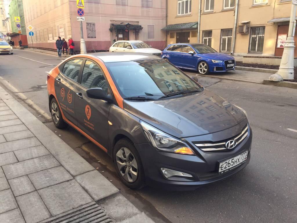 Машина «Делимобиля»