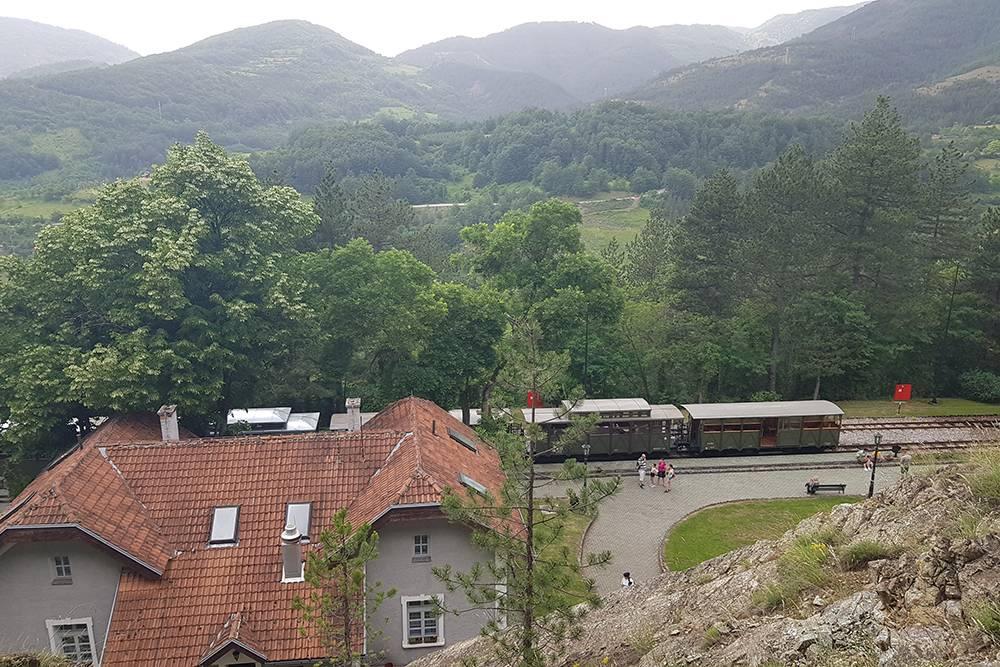 На станции Jatape поезд останавливается на 15 минут: можно успеть полюбоваться видами и сходить в бесплатный туалет прикафе