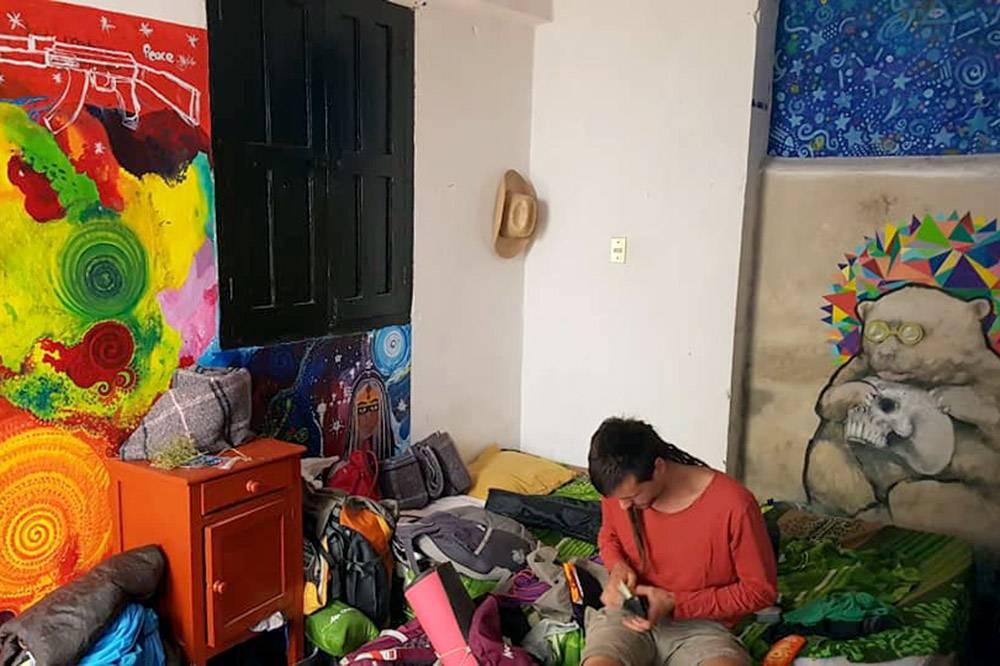 В одной комнате живут 3—5 человек