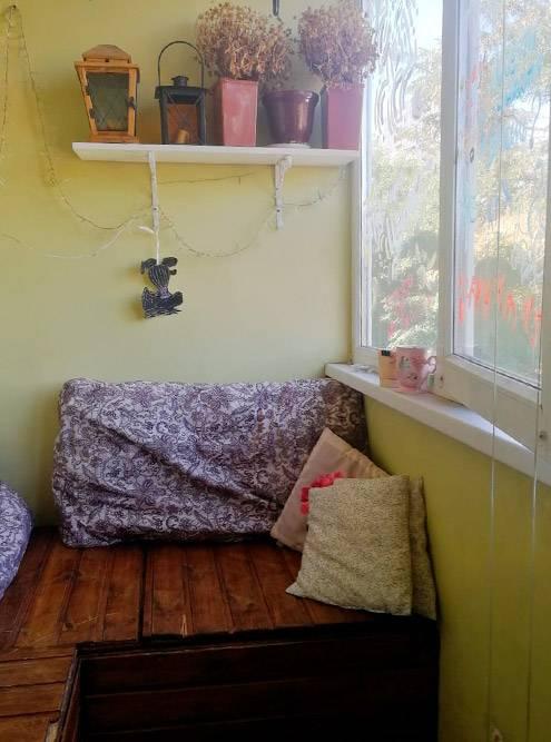 А это балкон, в теплое время года здесь тоже можно спать — некоторые гости так и делают