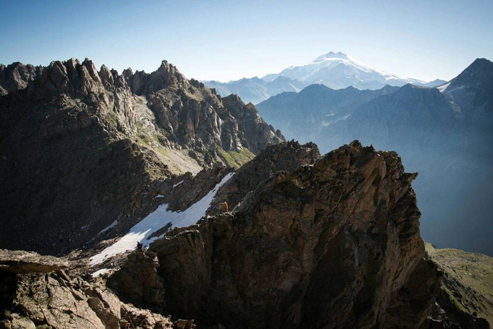 Эльбрус с вершины горы Трезубец, высота 3400 м