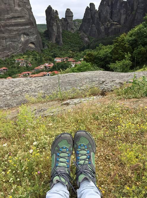 Горные ботинки — идеальная обувь для прогулок в Метеорах