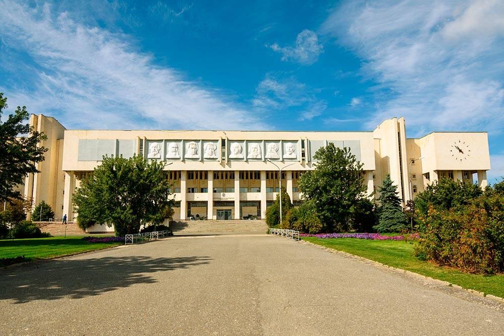 Волгоградский государственный университет. Фото: GetmanecInna / Shutterstock