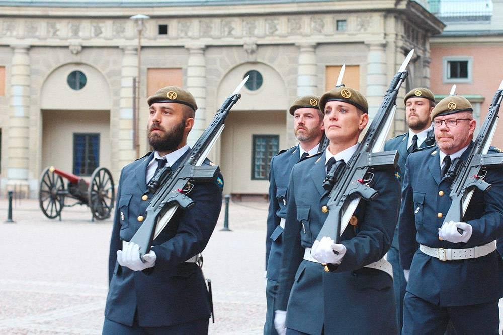 В шведской армии служат представители обоих полов