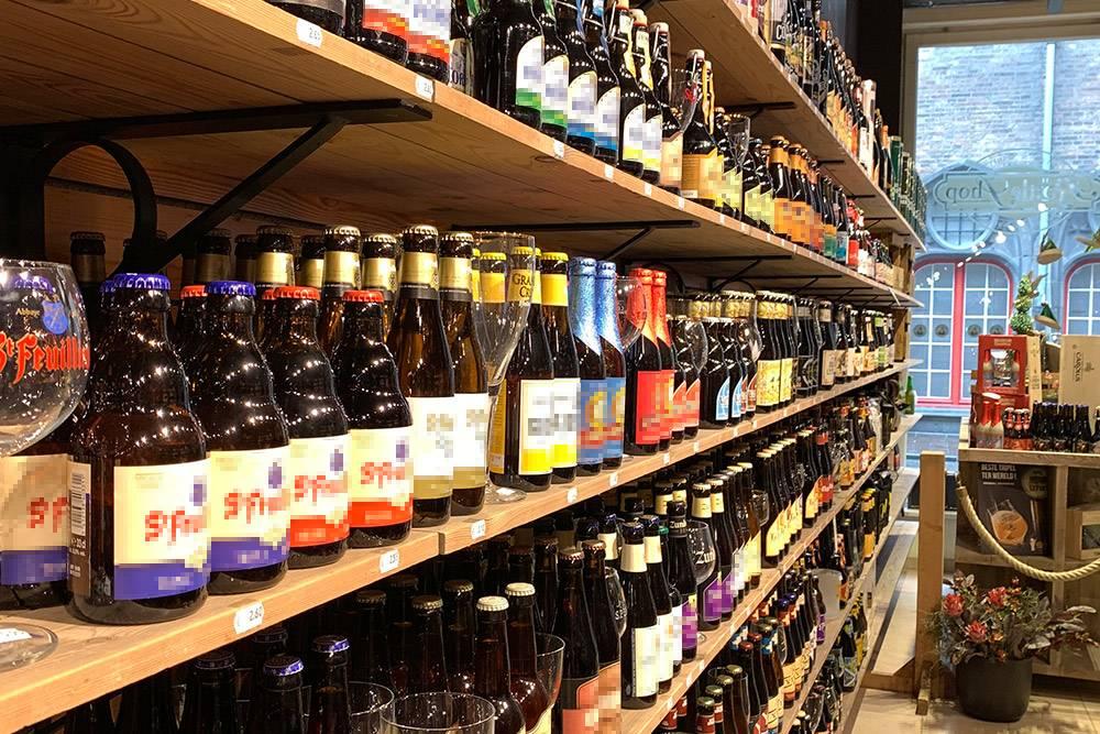 Выбор бельгийского пива впечатляет. Это пятая часть ассортимента в пивном магазинчике