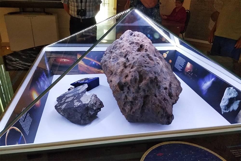 Осколок челябинского метеорита
