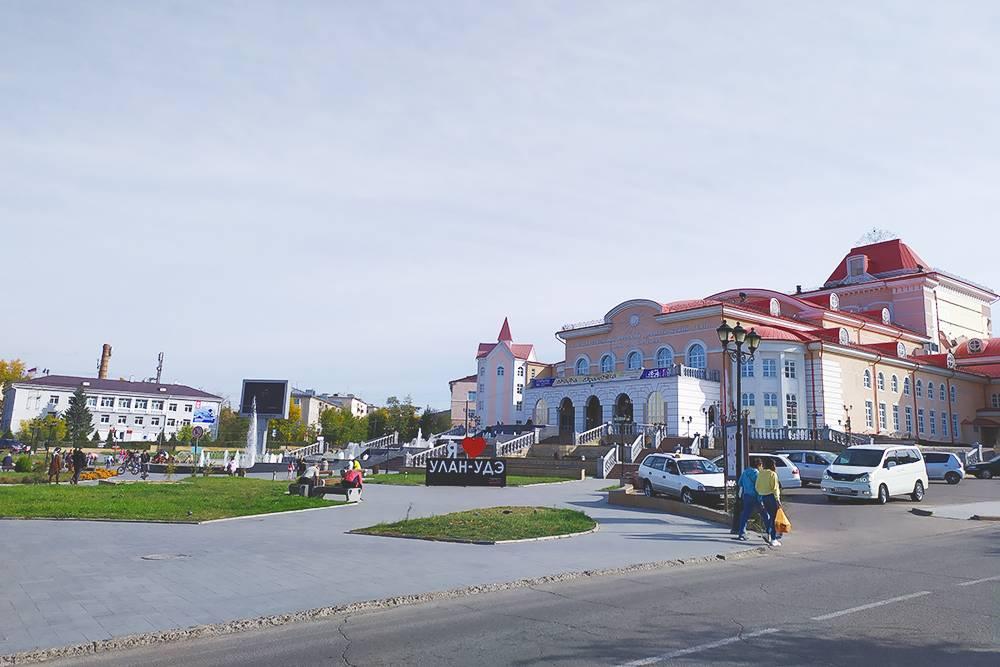 Драматический театр назван в честь ссыльного декабриста Бестужева, который повлиял на становление театральной культуры в Верхнеудинске. Перед зданием расположен фонтан, который красиво подсвечивается вечером