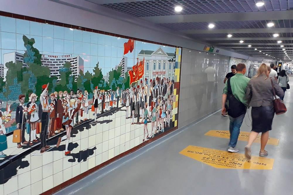 В переходе на Буденновском проспекте и Московской улице мозаичному панно уже 40 лет. Это объект культурного наследия