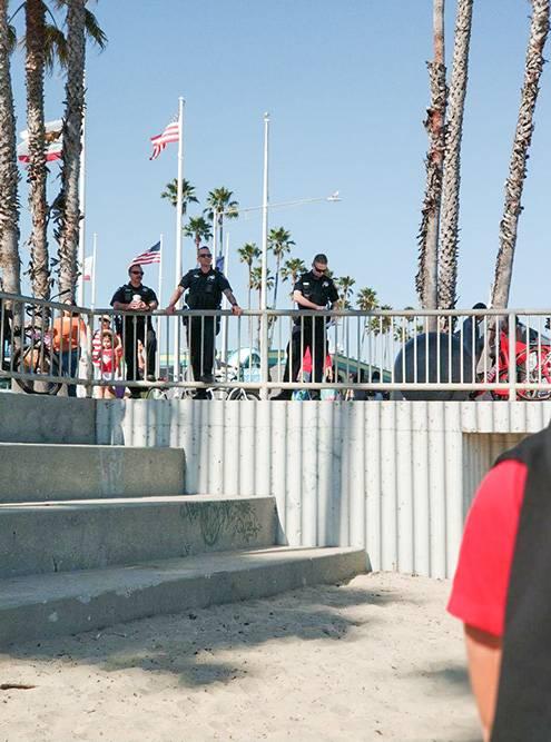 Вместо спасателей на пляже дежурят полицейские