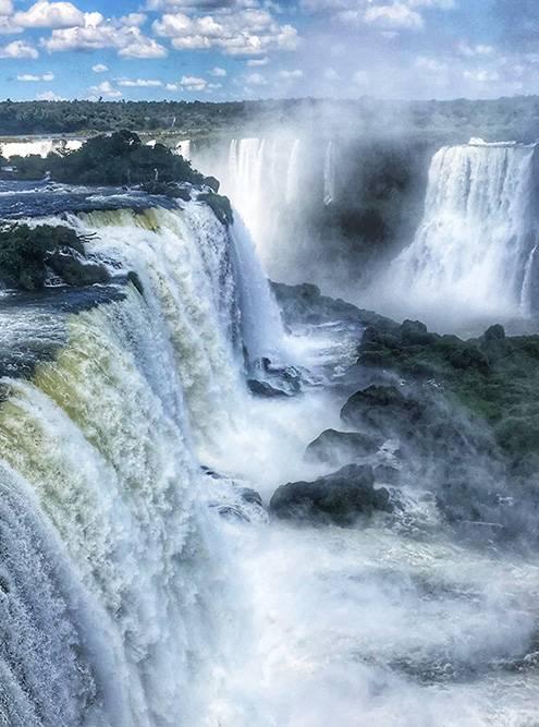 Водопады Игуасу награнице Бразилии иАргентины. Возможно, самое красивое, что явидела вжизни
