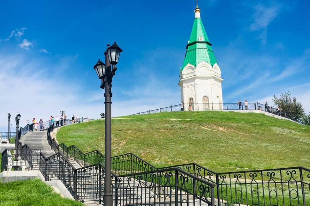 В 17 веке на этом месте находился сторожевой пост, и казаки предупреждали жителей о нападении кочевников. Сейчас здесь парк и красивый вид на закат