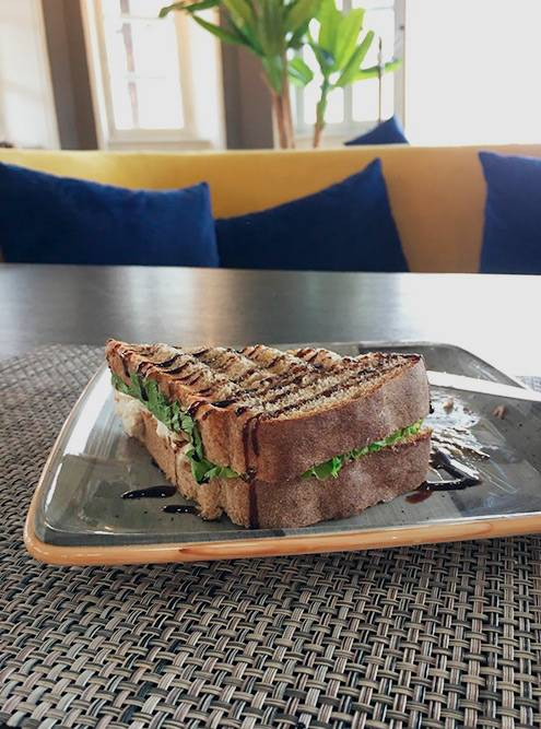«Бутерброд Гукасова» с черным хлебом