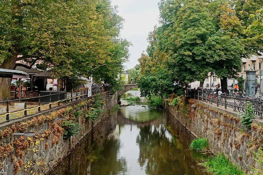 Река Фюрис, разделяющая город на две части