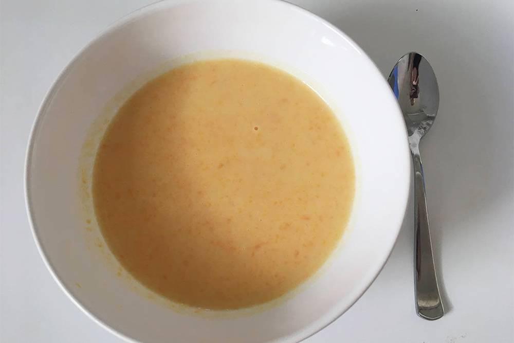 Суп-пюре из картофеля иморкови. Блюдо жидкое, ноего я уже могла есть ложкой, что очень радовало