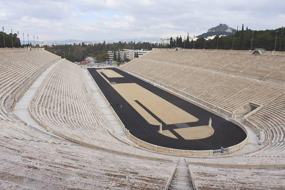 В жаркую погоду мрамор, которым выложен стадион, сильно нагревается, поэтому визит сюда лучше планировать на утро или вечер
