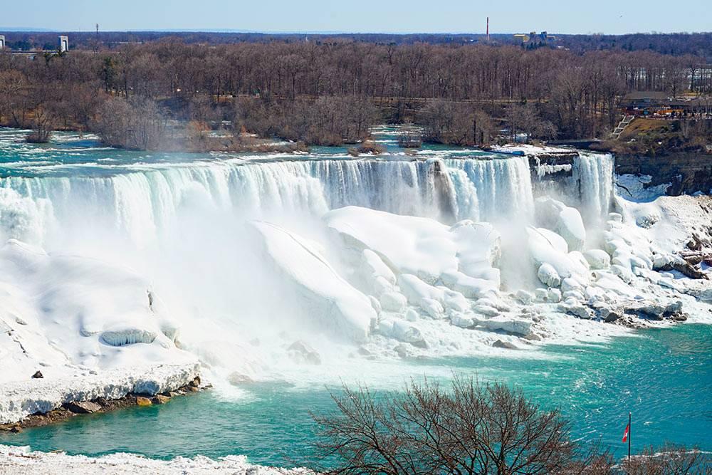 Ниагарский водопад зимой. Фото: EQRoy / Shutterstock