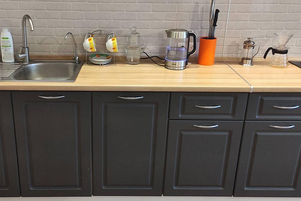Наша посудомойка спрятана зафасадом вцентре, выглядит аккуратно