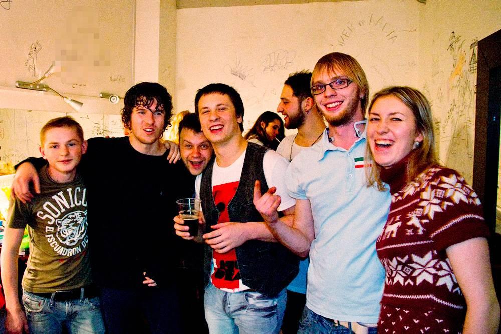 Вечеринка в гримерке «Зе Кукс» после концерта в «Главклубе» в 2012. Это первое выступление иностранной группы, который организовал Стас