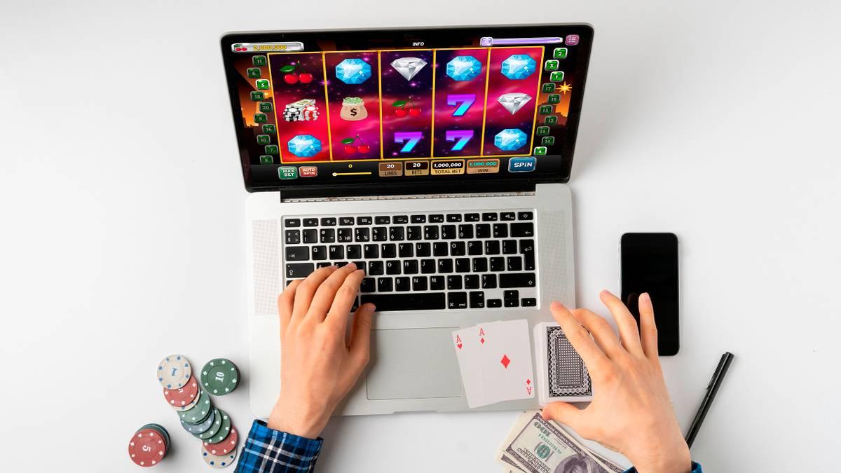 Какое онлайн казино платит как играть на картах гугл