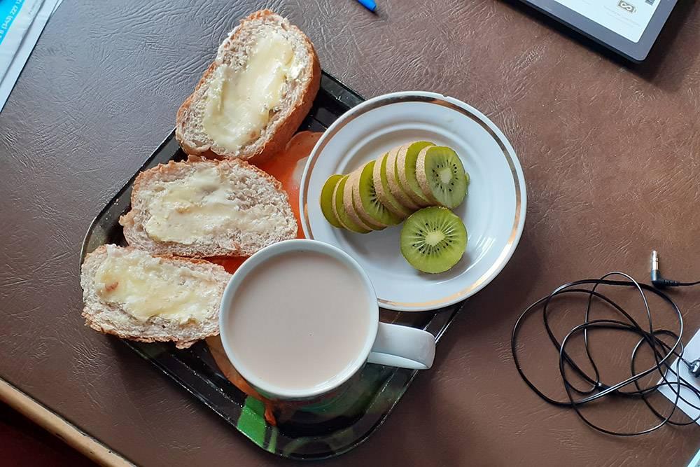 Хлеб не мой — это смаковская булка с отрубями, надо доесть