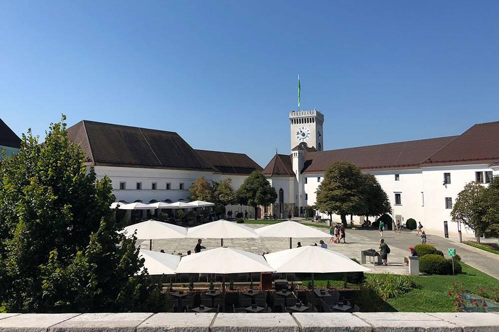Люблянский град построен в 12 веке и уцелел при землетрясениях. Невероятно, но еще в 20 веке он использовался как общежитие для городских бедняков