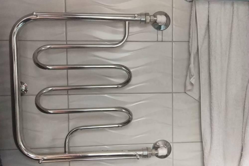 В ванной на втором этаже хватает одного полотенцесушителя, но он работает, только когда включаешь отопление