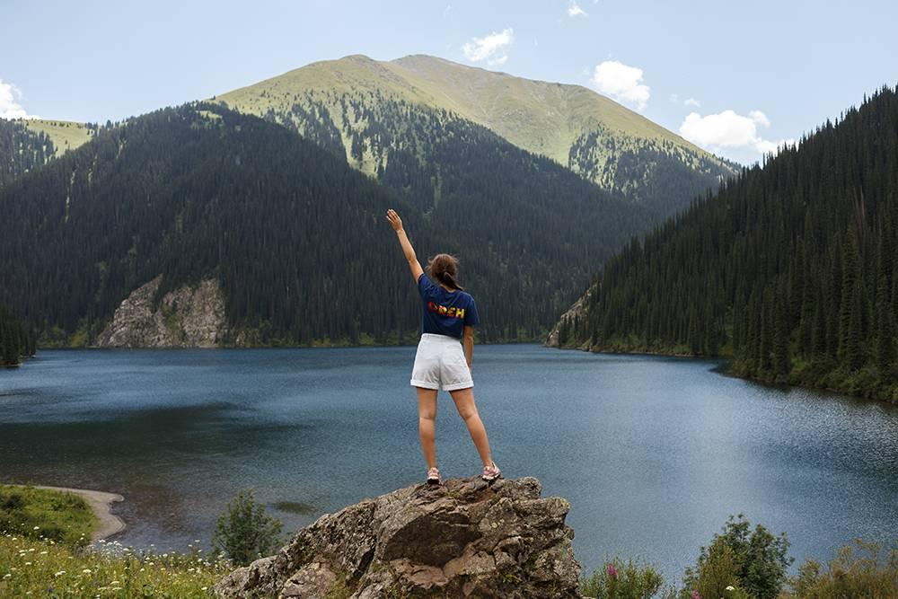 Когда мы наконец поднялись к Среднему озеру, нас охватила эйфория