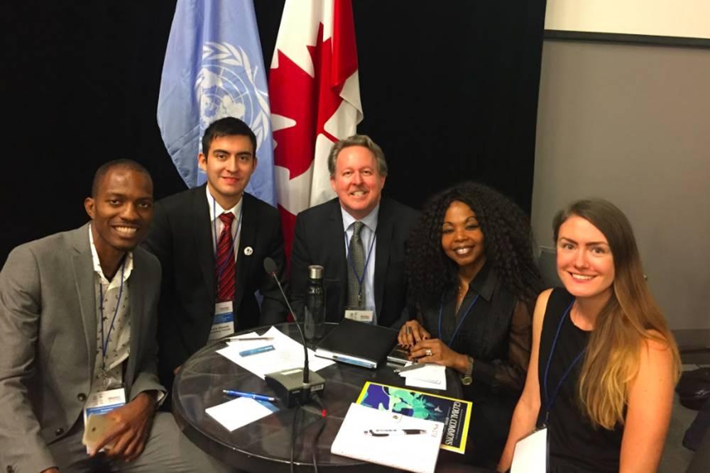 Здесь я справа, с делегатами из Канады, Парагвая и Ямайки