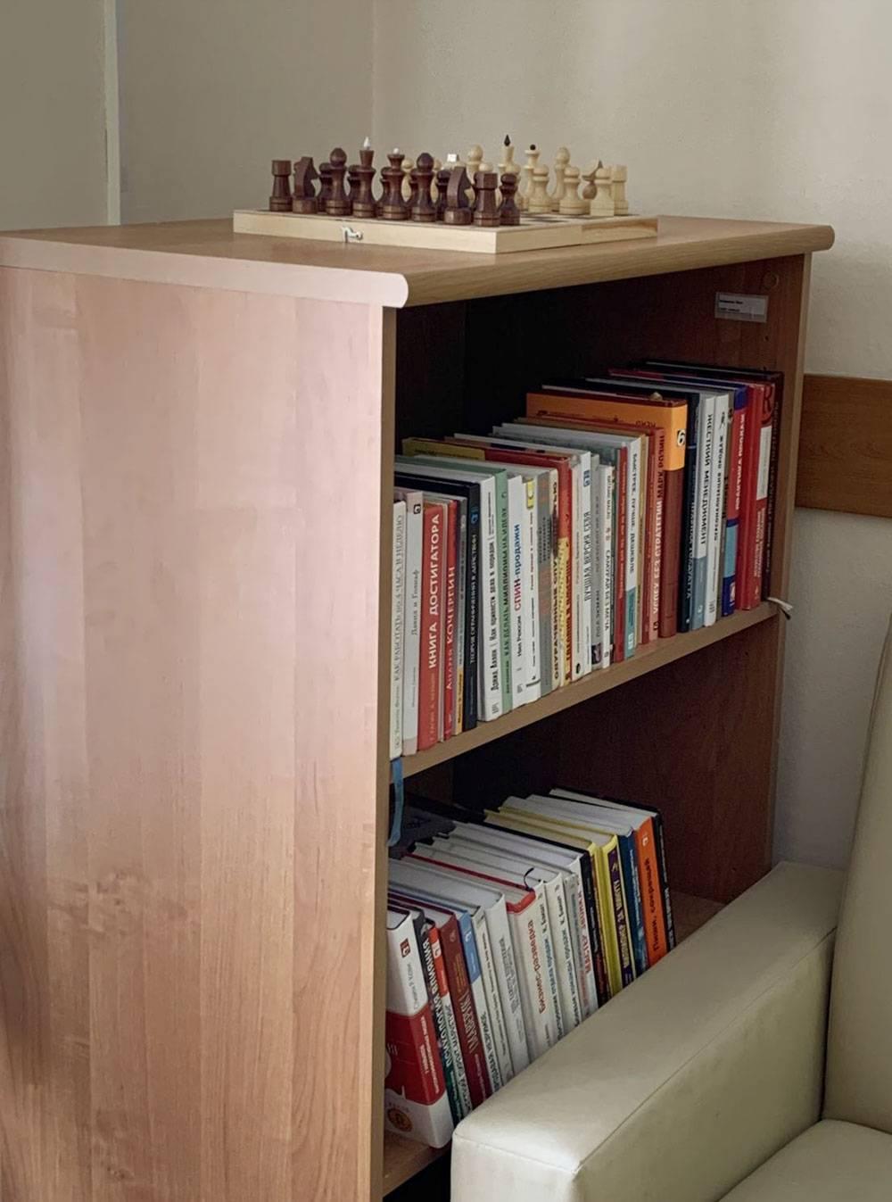 Книги в моем кабинете в офисе. Самая дорогая стоит тысячу евро. Самую редкую я нашел в другой стране