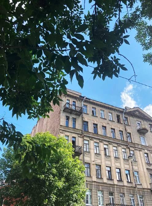 Дом, в котором я жила. Верхний балкон — мой