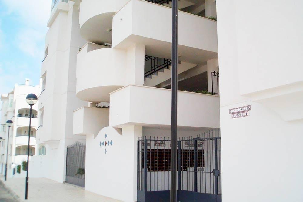 Жилой дом в одном из престижных городов провинции Малаги — Бенальмадене. Квартиры с двумя спальнями тут стоят от 900€ в месяц