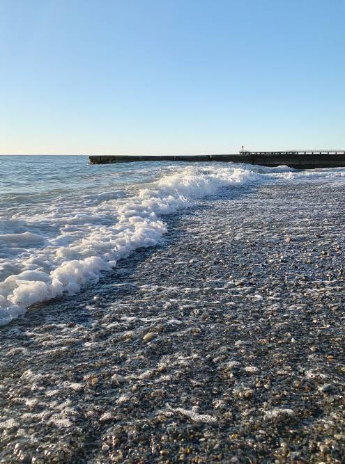 А в пяти минутах от дома было море