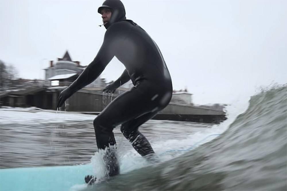 Зимой волны в Калининграде суровее, но интереснее дляпродвинутых серферов. Источник:АлександрПусько
