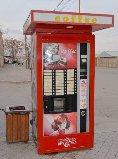 Такие автоматы с кофе стоят по всему городу