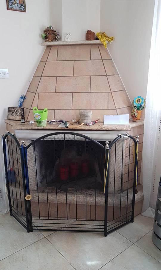 Классический камин в кипрском доме