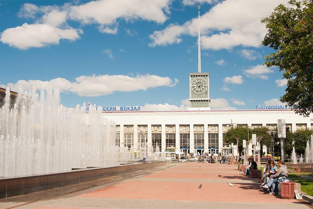 Площадь перед метро «Площадь Ленина» и Финляндским вокзалом. Источник: Shirmanov Aleksey / Shutterstock