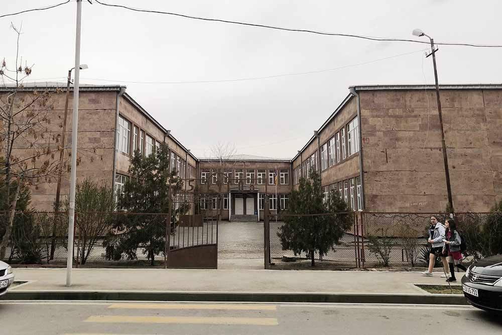 Армавирская школа №5. В ней есть русскоязычный класс
