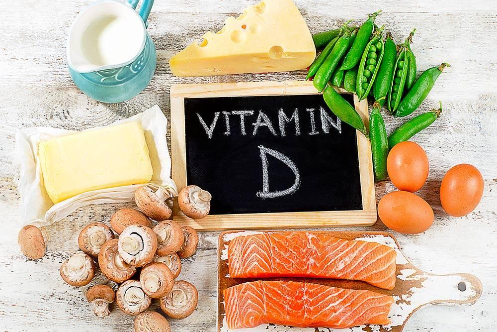 Рыба, масло, сыр, яйца и молочные напитки — лучшие источники витаминаD. Если вы их не любите, то хотя бы дважды в неделю съедайте по столовой ложке рыбьего жира или печени трески, каклекарство