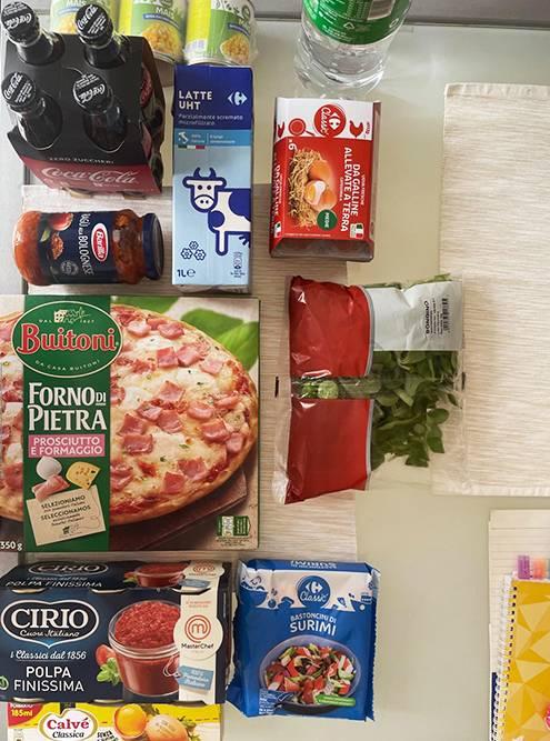 Пример нашей закупки. Еда часто бывает только в больших упаковках. Например, кола продавалась только по 4&nbsp;бутылки и стоила 3,3€ (285<span class=ruble>Р</span>) за упаковку