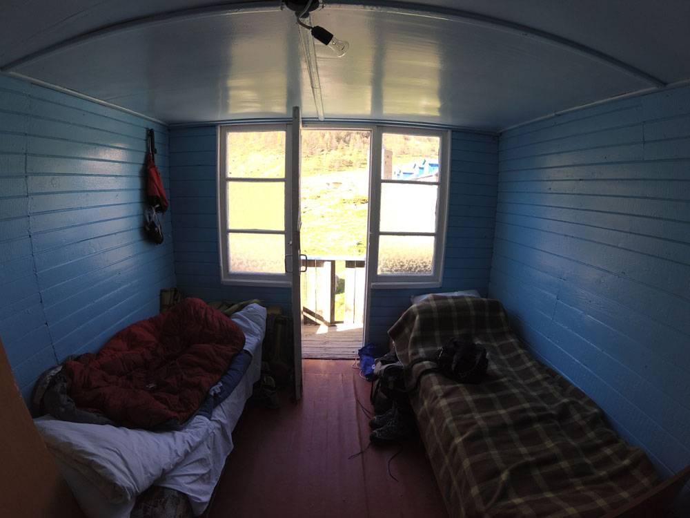 Двухместная комната в Безенгах: 800<span class=ruble>Р</span> с человека в день. Миша и Надя жили в такой 3 недели