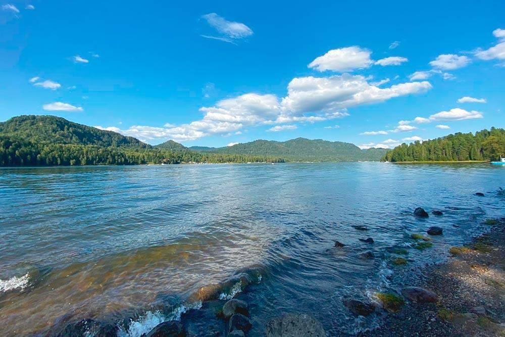Ширина Телецкого озера — 2,9—5,2 км, адлина — 77,8км